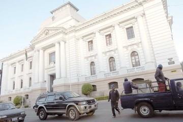 Tres nuevos juicios contra Goni esperan en el Legislativo