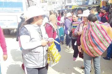 Comerciantes se disputan las calles del Campesino