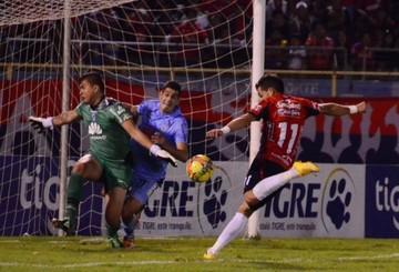 Wilstermann y Bolívar empatan con un 1-1