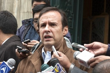 "Jorge Quiroga manda a Chile a emplazar ""a su abuela"""