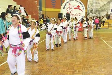 Adultos mayores se motivan con tercer festival de danza