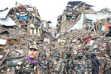 Nepal lucha contrarreloj para hallar sobrevivientes