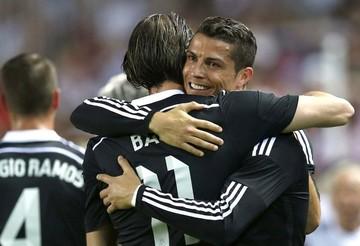 Ronaldo mantiene vivo al Real Madrid tras goleada del Barcelona