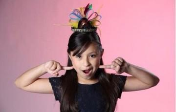 Niña boliviana cautiva y avanza a finales en La Voz Kids