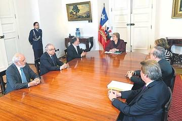 Bachelet pide a ministros apoyar plan de reformas