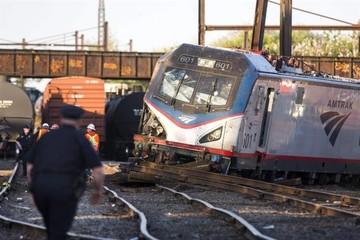 EEUU: Suben a seis los muertos al descarrilar un tren en Filadelfia