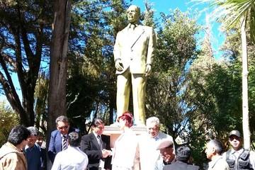 Tupiza reconoce labor de José Luis San Juan y erige estatua en la plaza