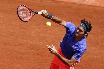 Federer y Sharapova no muestran grietas en Roland Garros