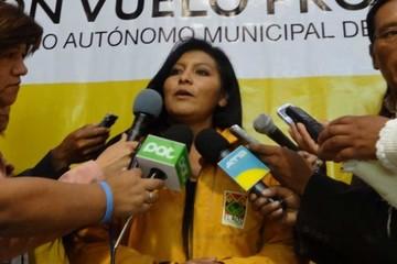 Posesionan simbólicamente a la Sole, alcaldesa de El Alto