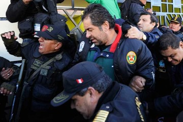 Evo entregó a Belaunde a Perú y la justicia lo aisló en una cárcel
