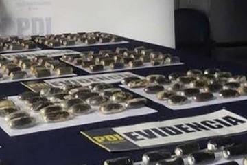 Tres bolivianos caen con 287 cápsulas de cocaína en Colchane