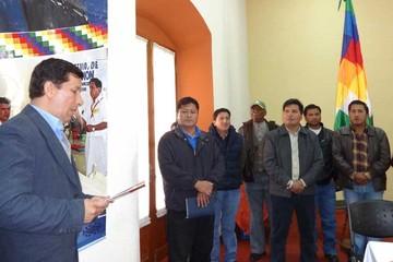 Presentan cinco libros en español y guaraní
