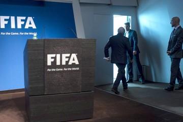 El mundo del fútbol aplaude la dimisión de Joseph Blatter