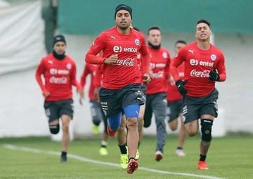 Chile levanta el telón de la Copa ante Ecuador