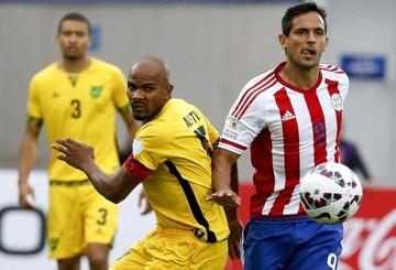 Una pifia del portero Kerr dio gol a Benítez y Paraguay gana con poco