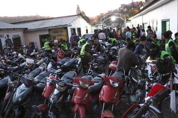 Retienen 90 motos sin placa de control