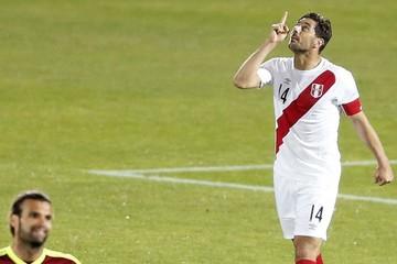 """Perú gana a Venezuela y se anticipa juego """"a muerte"""" el domingo"""