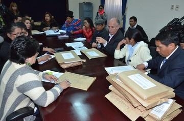 Comisión mixta habilita a 306 postulantes al TSE de un total de 403