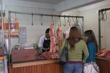 Carniceros continúan en paro, pero habrá carne de Santa Cruz