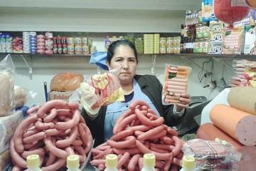 Empresas priorizan abastecimiento de salchichas en Sucre