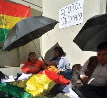 Ecobol: Trabajadores exigen pago de salarios en La Paz
