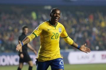 Brasil aventaja a Paraguay en lucha por semifinales