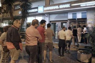 Aumenta crisis en Grecia y comienza el corralito