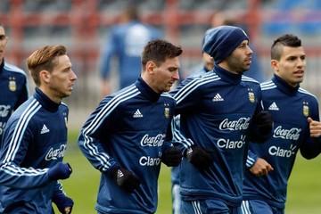 Argentina aterriza en Santiago para preparar la final