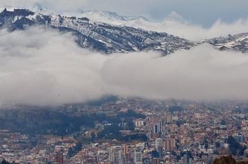 Nevada en El Alto causa la suspensión de vuelos nacionales e internacionales