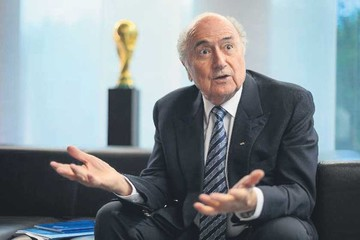 Blatter decide no hacer viajes