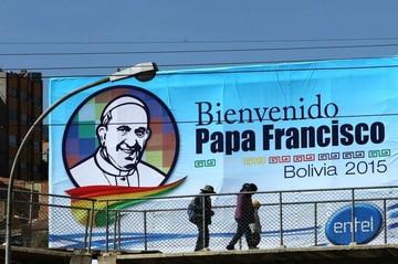 Francisco llega a Bolivia, 27 años después de Juan Pablo II