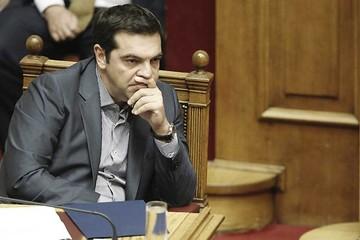 """Tsipras admite que hizo """"concesiones""""  para seguir en euro"""