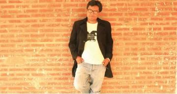 Alex Aillón dirigirá mesa de poesía en Feria del Libro