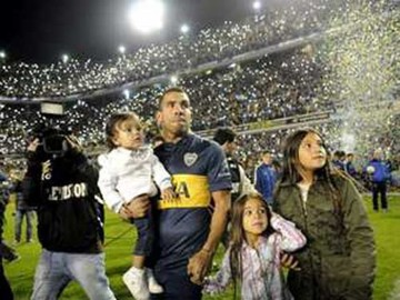 Tevez regresa a Boca y es recibido por  unos 50.000 hinchas