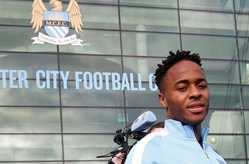 El Manchester City anuncia la contratación de Raheem Sterling