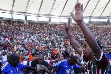 """""""Flu"""" recibe a Ronaldinho"""