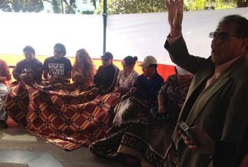 Residentes potosinos de Sucre comienzan huelga de hambre en la plaza 25 de Mayo