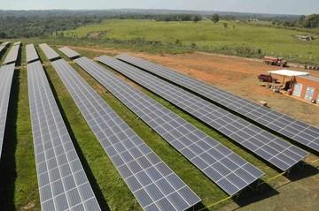 Inauguran primera planta de energía solar del país en Pando