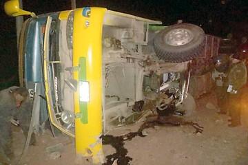 Bus de Expreso del Sur se vuelca y deja ocho heridos