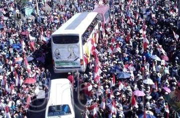 Marchistas son recibidos como héroes por una multitud de potosinos