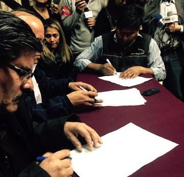 Docentes y estudiantes firman convenio para solucionar conflicto en la UMSS