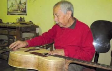 Trifón Pimentel mantiene vivo arte de fabricar instrumentos