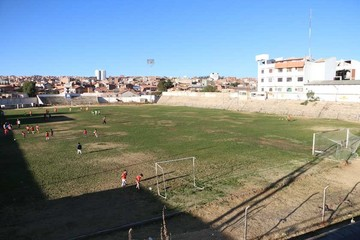 Estadio Sucre languidece