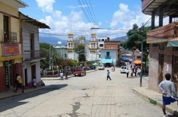 Pobladores de Chulumani entregan a presunto asesino y violador tras golpearlo