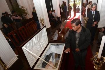 Restos de Tito Hoz de Vila y Juan Carlos Aranda son velados en la Asamblea