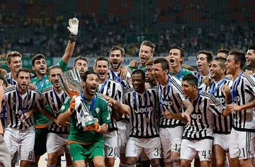 Juventus levanta la Supercopa de Italia