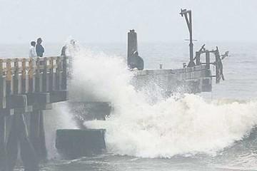 Cierran puertos en Perú