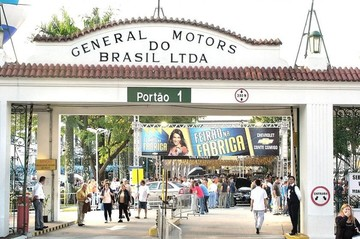 Empleados de General Motors en Brasil se declaran en huelga por despidos