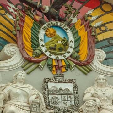 Escudos y banderas de la discordia