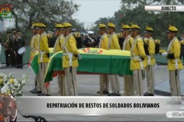 Los restos momificados de dos soldados chuquisaqueños son trasladados a Sucre